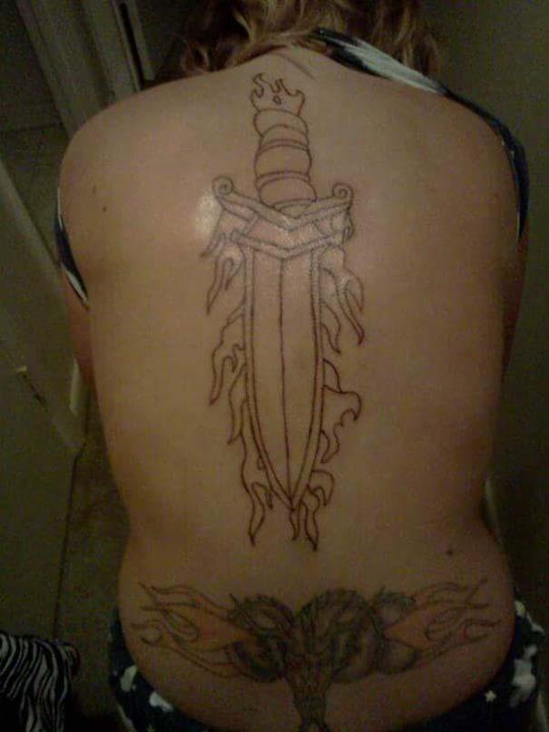 30 αποτυχημένα τατουάζ που μοιάζουν βγαλμένα από εφιάλτη (14)