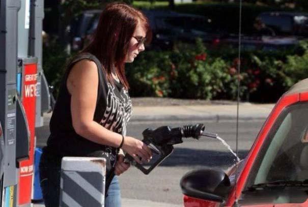 Γυναίκες και αυτοκίνητα: Καταστάσεις σαν κι αυτές έχουν βγάλει την... κακή φήμη #2 (15)