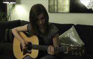 Αυτή η κοπέλα από την Σουηδία εντυπωσιάζει παίζοντας κιθάρα