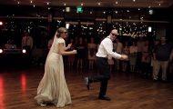 Μπαμπάς νύφης δίνει ένα απολαυστικό ρεσιτάλ χορού με την κόρη του