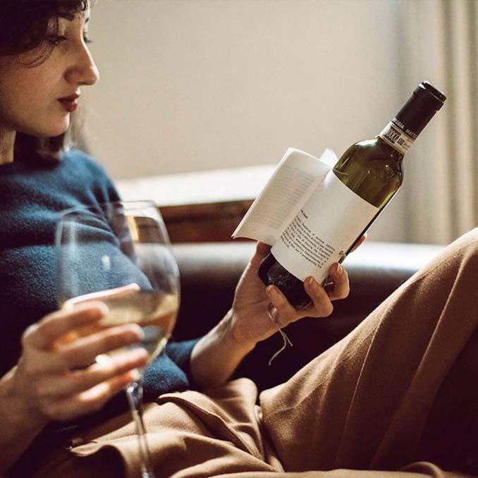 Μπουκάλια κρασιού με μικρές ιστορίες στην ετικέτα (2)