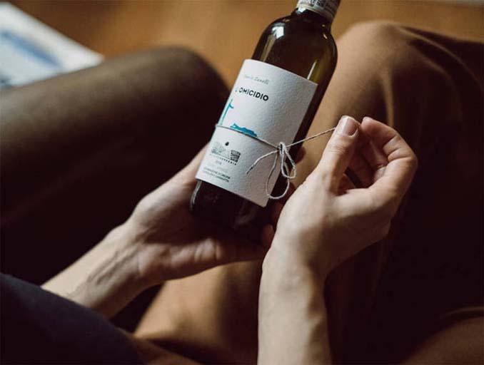 Μπουκάλια κρασιού με μικρές ιστορίες στην ετικέτα (5)
