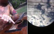 Το Nothing Else Matters των Metallica όπως φαίνεται από το εσωτερικό μιας ακουστικής κιθάρας