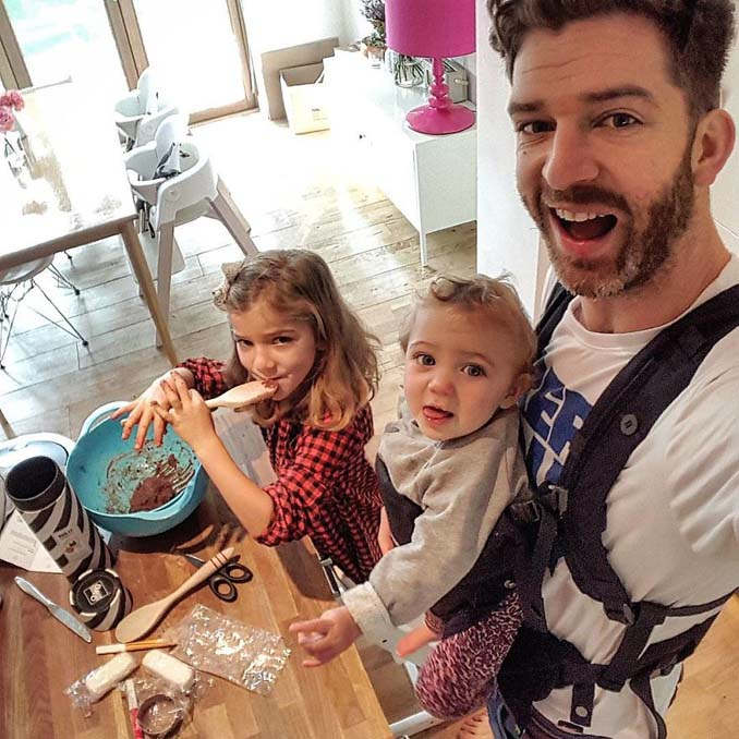 Πατέρας 4 κοριτσιών κατακτά το Instagram με τις τρελές φωτογραφίες της καθημερινότητας του (24)