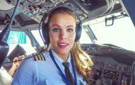 Σουηδέζα πιλότος κατακτά το Internet με την hot yoga της (1)