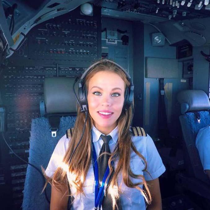 Σουηδέζα πιλότος κατακτά το Internet με την hot yoga της (5)