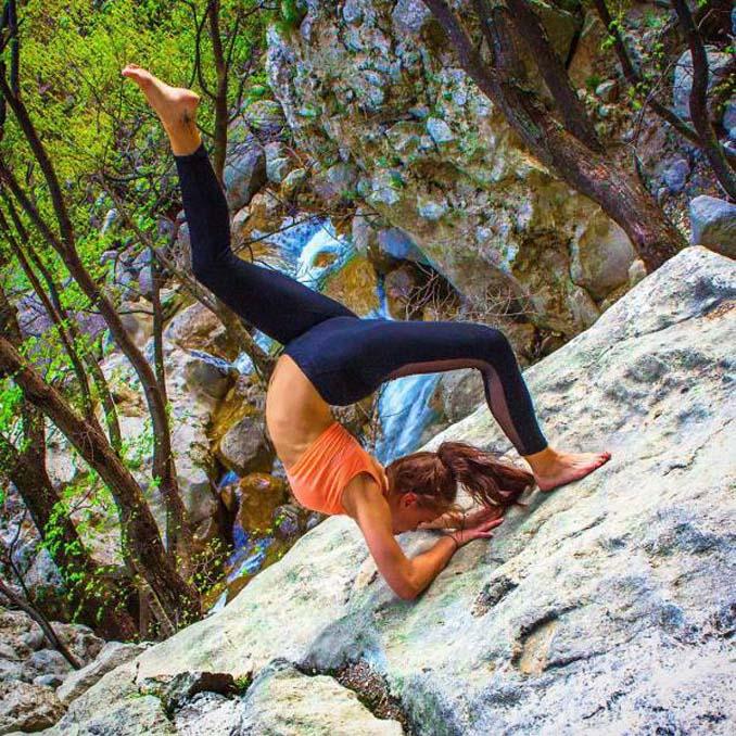Σουηδέζα πιλότος κατακτά το Internet με την hot yoga της (8)