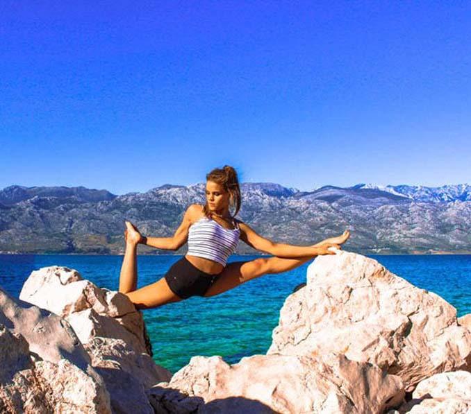 Σουηδέζα πιλότος κατακτά το Internet με την hot yoga της (17)