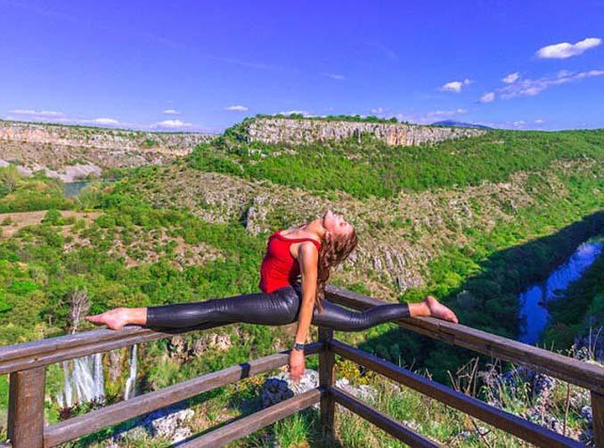 Σουηδέζα πιλότος κατακτά το Internet με την hot yoga της (19)
