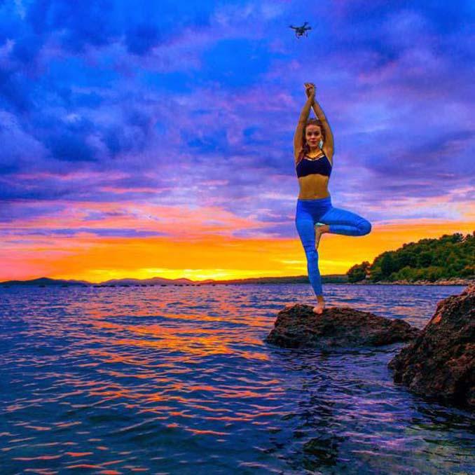 Σουηδέζα πιλότος κατακτά το Internet με την hot yoga της (21)
