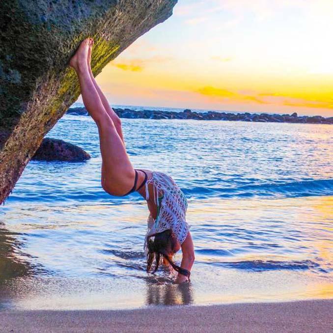 Σουηδέζα πιλότος κατακτά το Internet με την hot yoga της (22)