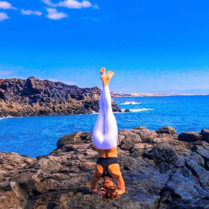 Σουηδέζα πιλότος κατακτά το Internet με την hot yoga της (23)