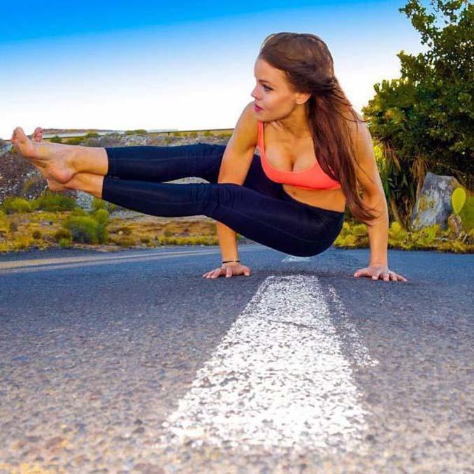 Σουηδέζα πιλότος κατακτά το Internet με την hot yoga της (25)