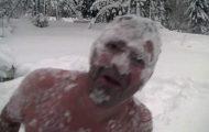 Θεότρελος Νορβηγός γιορτάζει τα πρώτα χιόνια