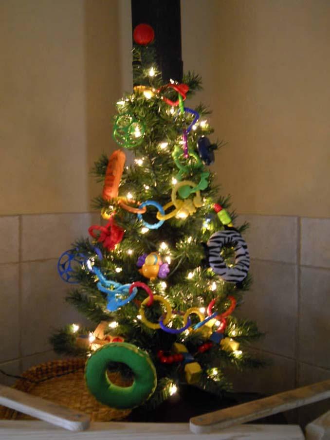 Χριστουγεννιάτικα δένδρα που σχεδιάστηκαν για να αντέξουν από παιδιά και κατοικίδια (5)