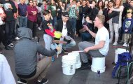 Bucket boy: Ένας απίστευτος street performer