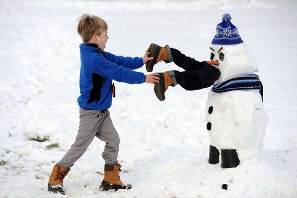 Δημιουργικοί χιονάνθρωποι που χαρίζουν άφθονο γέλιο (9)