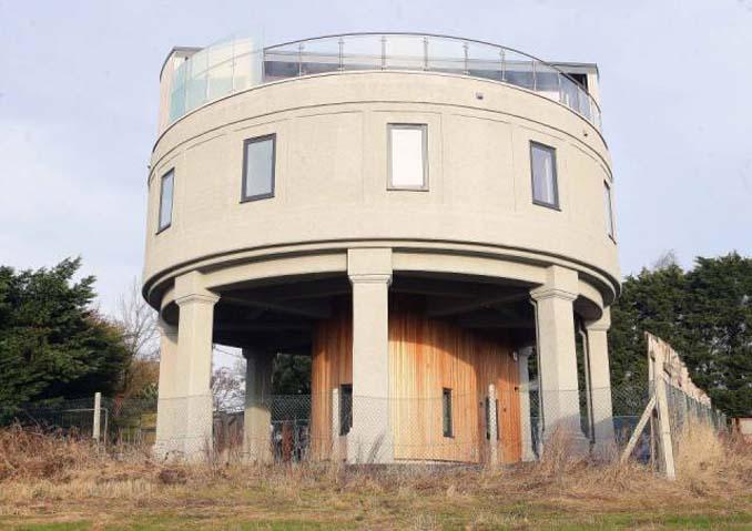 Εγκαταλελειμμένος πύργος νερού μετατράπηκε σε εντυπωσιακή κατοικία (2)
