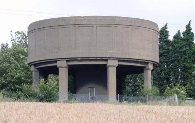 Εγκαταλελειμμένος πύργος νερού μετατράπηκε σε εντυπωσιακή κατοικία (4)
