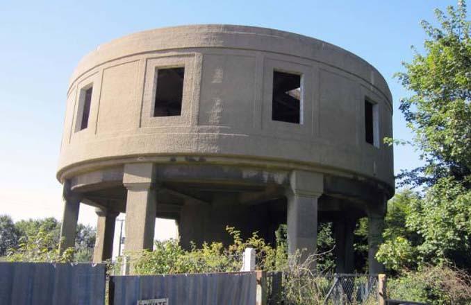 Εγκαταλελειμμένος πύργος νερού μετατράπηκε σε εντυπωσιακή κατοικία (6)
