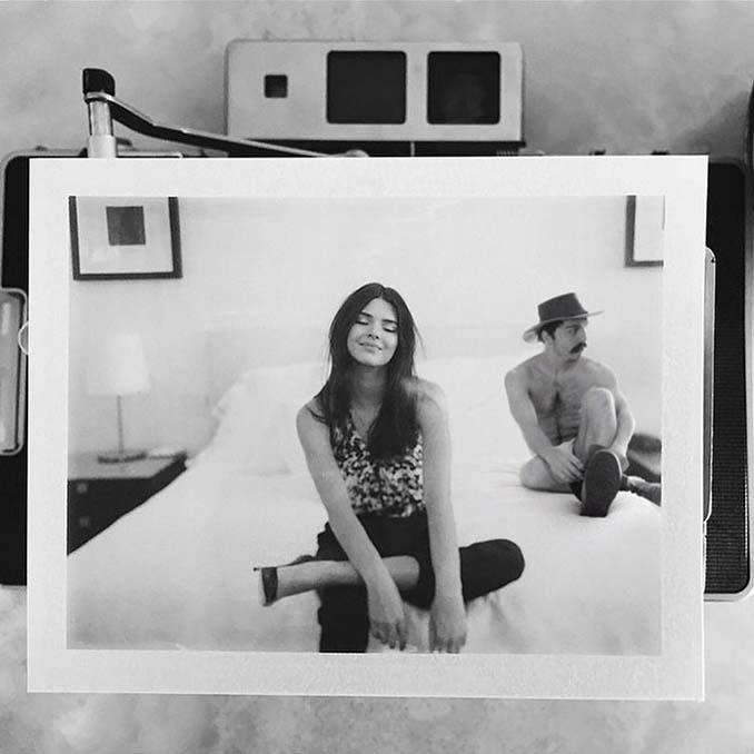 Εισβάλλει στις φωτογραφίες της Kendall Jenner με το Photoshop δίνοντας μια ξεκαρδιστική νότα (5)