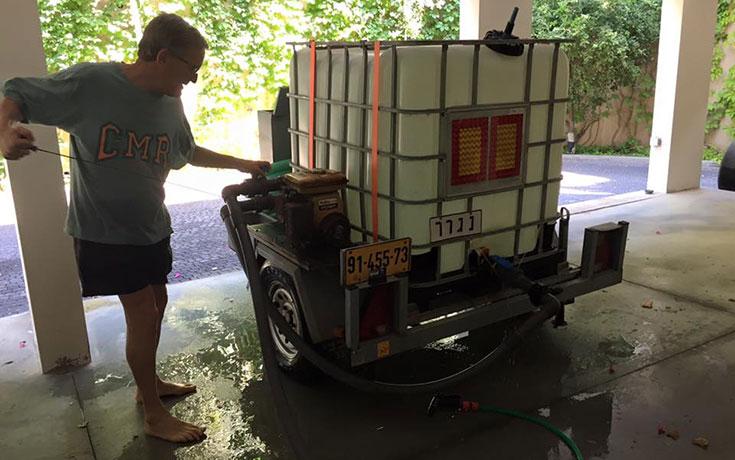 Αυτός ο άνδρας κατασκεύασε ένα πραγματικά επικό ενυδρείο στο σπίτι του (1)