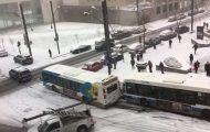Παγωμένοι δρόμοι προκάλεσαν ένα τεράστιο χάος σε διασταύρωση στο Μόντρεαλ