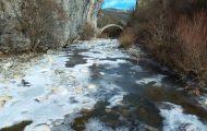 Παγωμένοι παραπόταμοι του Βίκου στο Ζαγόρι