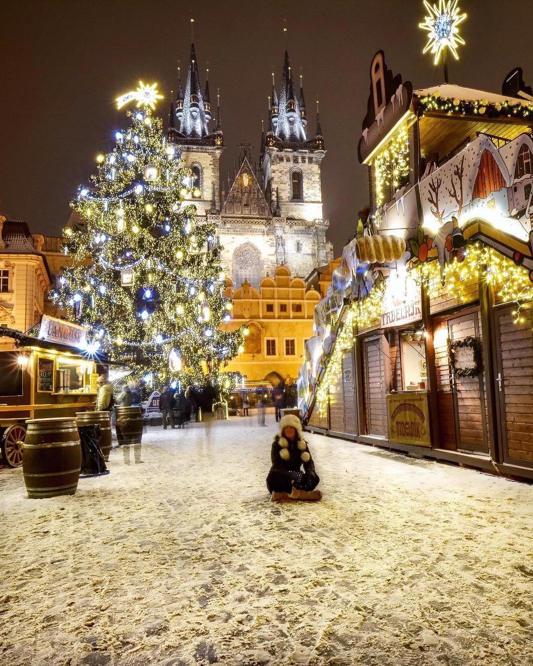 Η Πράγα μεταμορφώνεται σε μια χειμερινή παραμυθούπολη αυτή την εποχή του χρόνου | Φωτογραφία της ημέρας