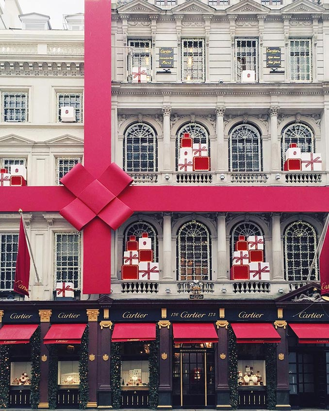 Χριστουγεννιάτικος στολισμός κτιρίου στο Λονδίνο | Φωτογραφία της ημέρας
