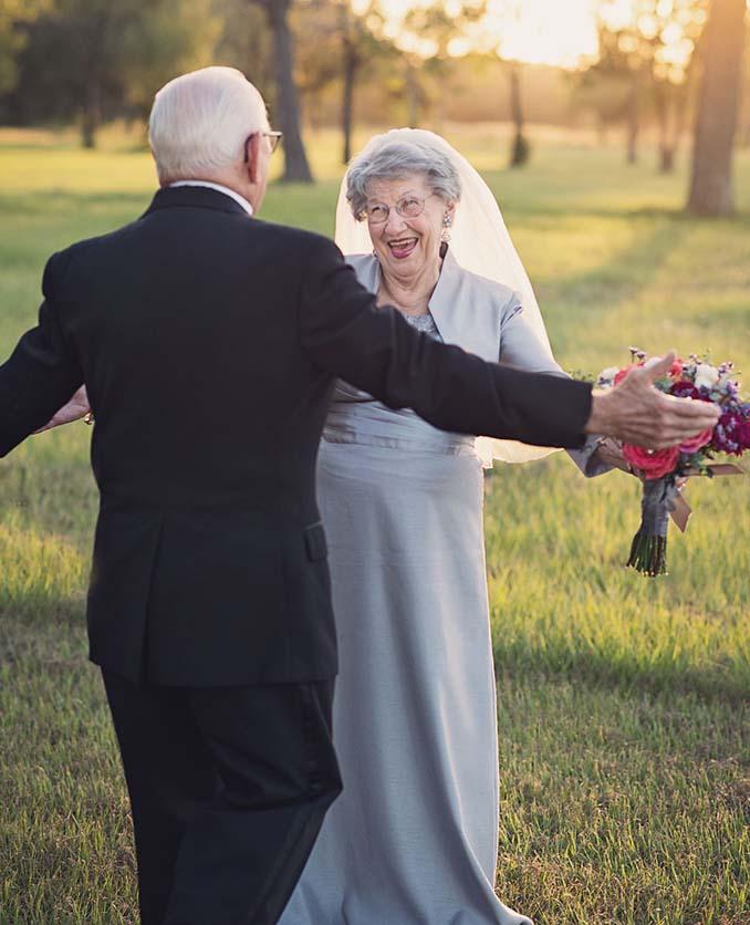 Ζευγάρι περίμενε 70 χρόνια για να κάνει τη γαμήλια φωτογράφηση του (2)