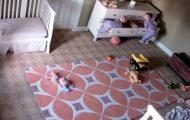 Αγοράκι 2 ετών σώζει το δίδυμο αδελφό του που καταπλακώθηκε από συρταριέρα