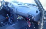 Το αυτοκίνητό του δεν είχε ντουλαπάκι οπότε αποφάσισε να αυτοσχεδιάσει... (15)