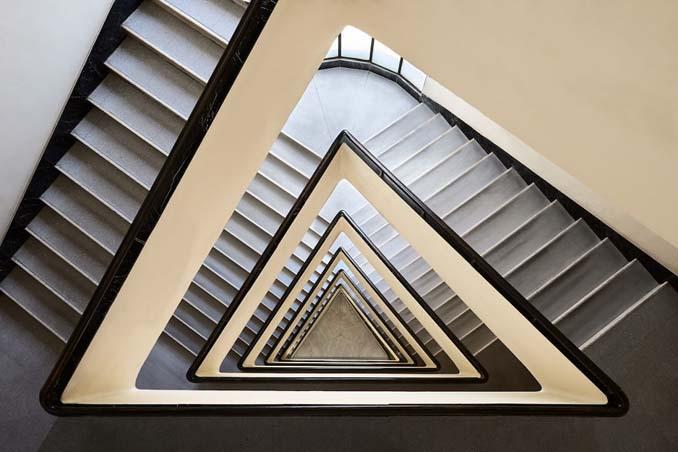 Φωτογραφίζοντας σπιράλ σκάλες σαν έργα τέχνης στη Βουδαπέστη (3)