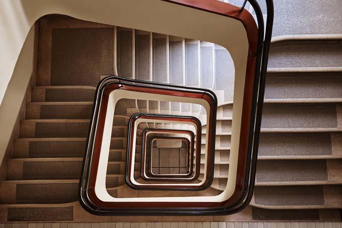 Φωτογραφίζοντας σπιράλ σκάλες σαν έργα τέχνης στη Βουδαπέστη (5)