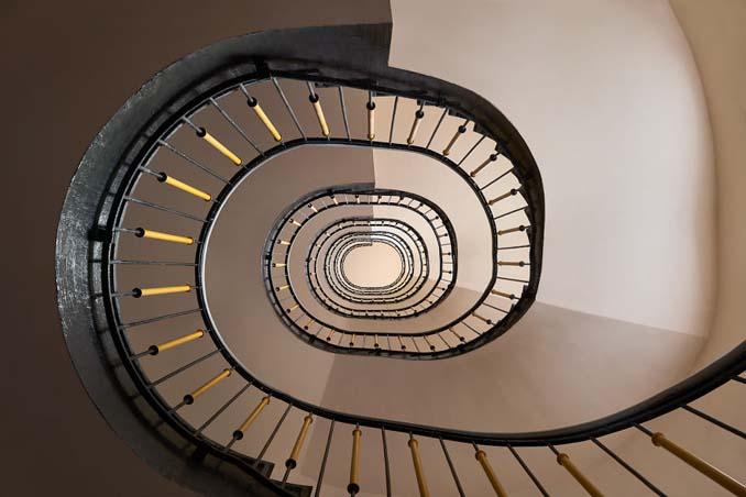 Φωτογραφίζοντας σπιράλ σκάλες σαν έργα τέχνης στη Βουδαπέστη (8)