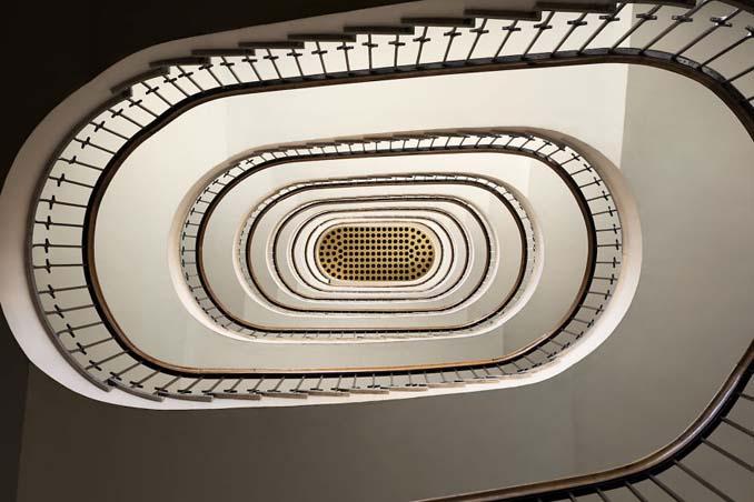 Φωτογραφίζοντας σπιράλ σκάλες σαν έργα τέχνης στη Βουδαπέστη (9)