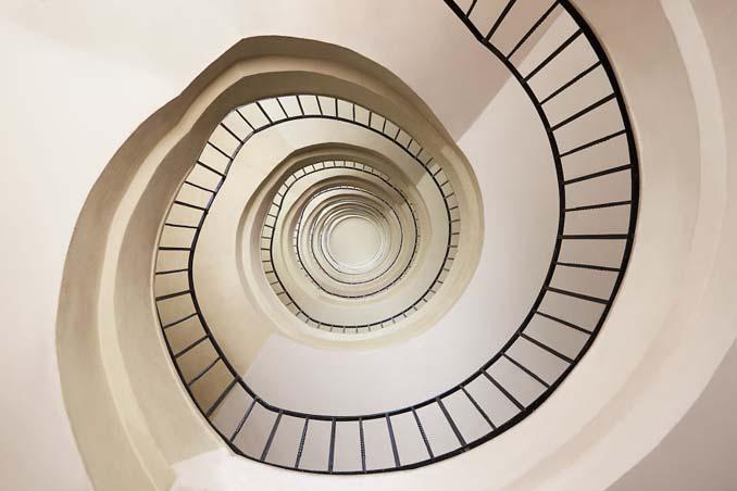 Φωτογραφίζοντας σπιράλ σκάλες σαν έργα τέχνης στη Βουδαπέστη (10)