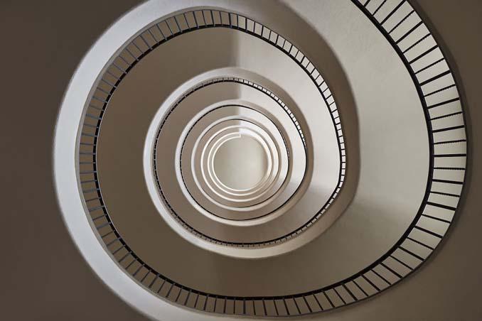 Φωτογραφίζοντας σπιράλ σκάλες σαν έργα τέχνης στη Βουδαπέστη (11)