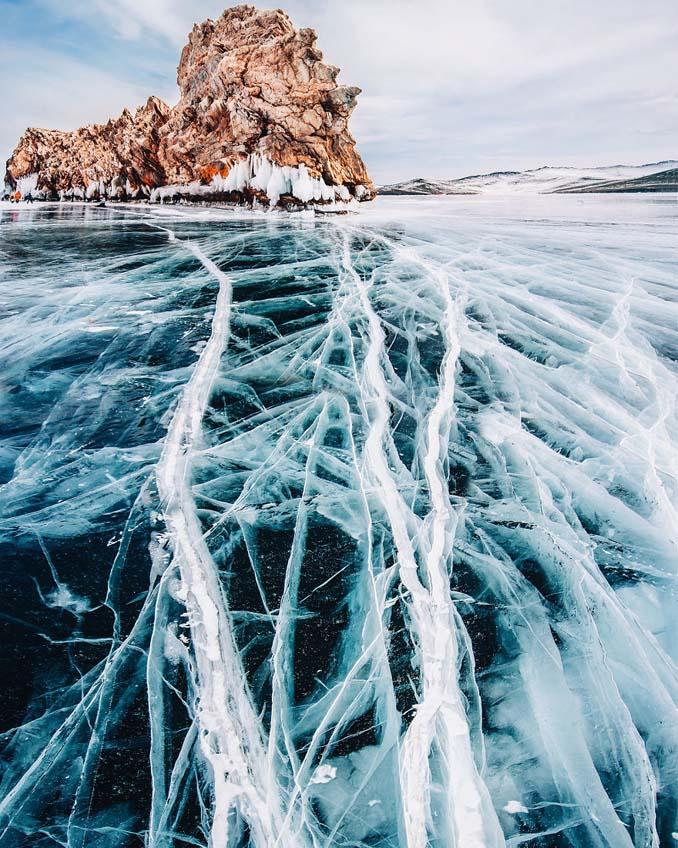 Ένας μαγευτικός περίπατος στην παγωμένη λίμνη Βαϊκάλη (1)