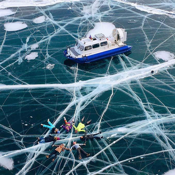 Ένας μαγευτικός περίπατος στην παγωμένη λίμνη Βαϊκάλη (2)