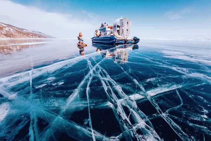 Ένας μαγευτικός περίπατος στην παγωμένη λίμνη Βαϊκάλη (4)