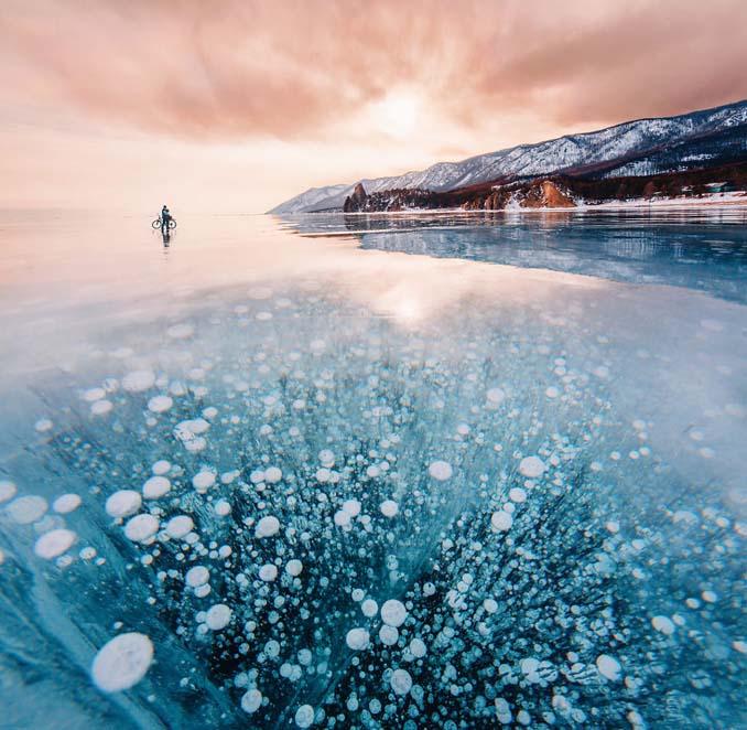 Ένας μαγευτικός περίπατος στην παγωμένη λίμνη Βαϊκάλη (7)