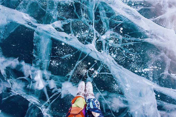 Ένας μαγευτικός περίπατος στην παγωμένη λίμνη Βαϊκάλη (8)