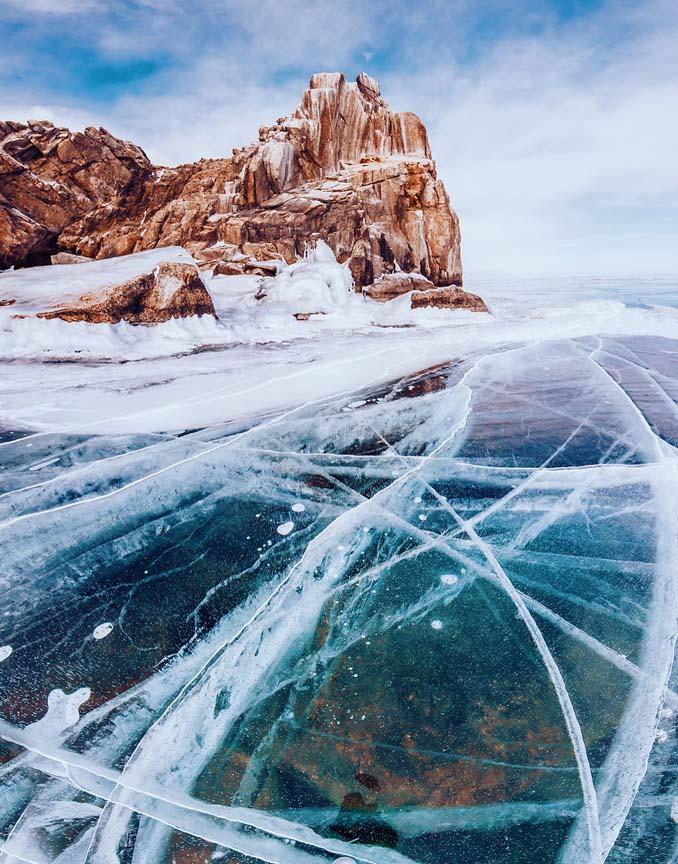Ένας μαγευτικός περίπατος στην παγωμένη λίμνη Βαϊκάλη (9)
