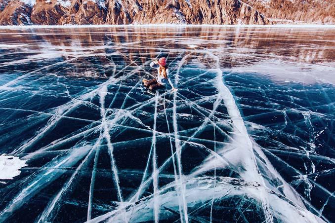Ένας μαγευτικός περίπατος στην παγωμένη λίμνη Βαϊκάλη (10)