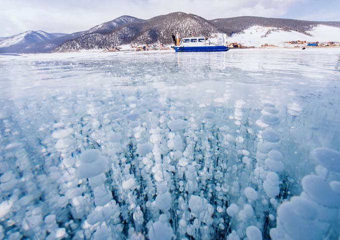 Ένας μαγευτικός περίπατος στην παγωμένη λίμνη Βαϊκάλη (13)