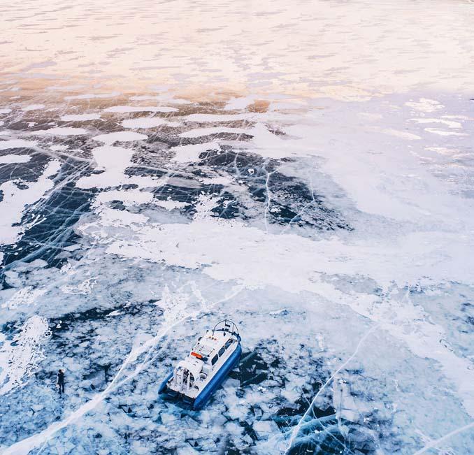 Ένας μαγευτικός περίπατος στην παγωμένη λίμνη Βαϊκάλη (14)