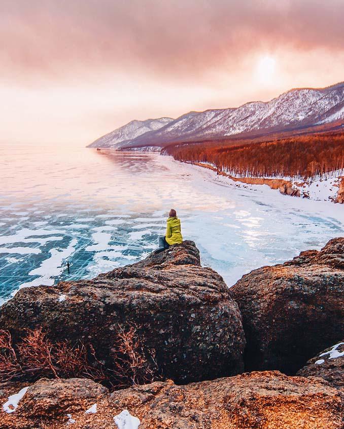 Ένας μαγευτικός περίπατος στην παγωμένη λίμνη Βαϊκάλη (17)