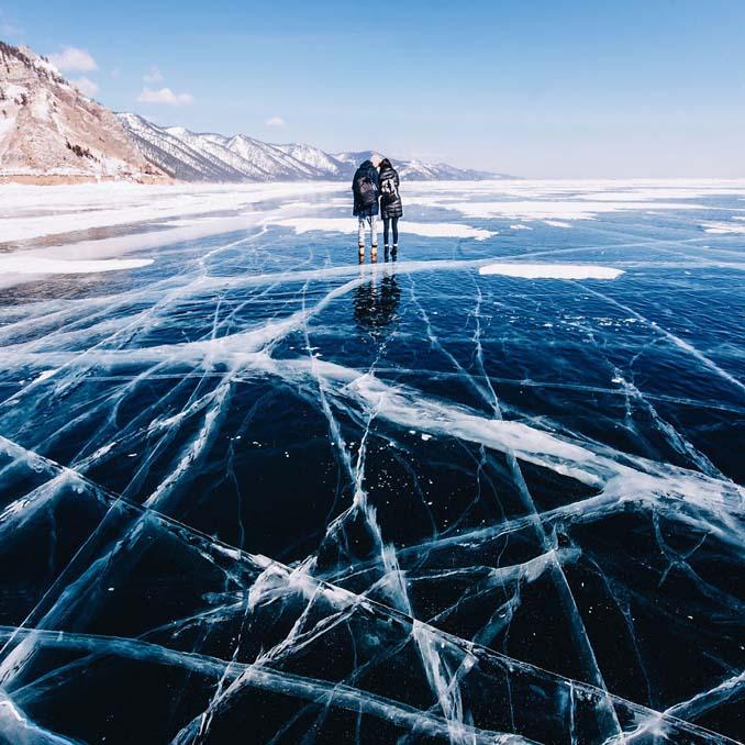 Ένας μαγευτικός περίπατος στην παγωμένη λίμνη Βαϊκάλη (18)